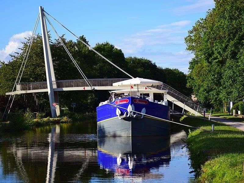 Boat in Saint Leger sur Dheune