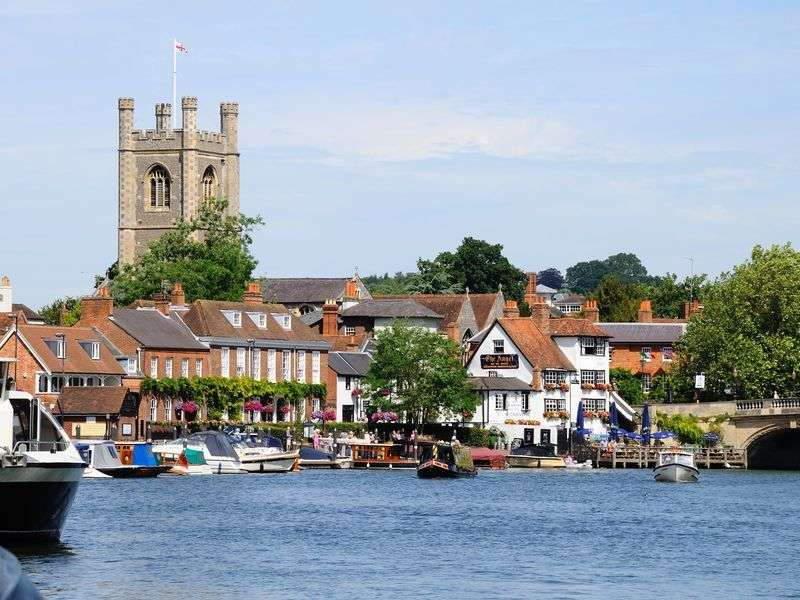 Henley on Thames yacht vacation