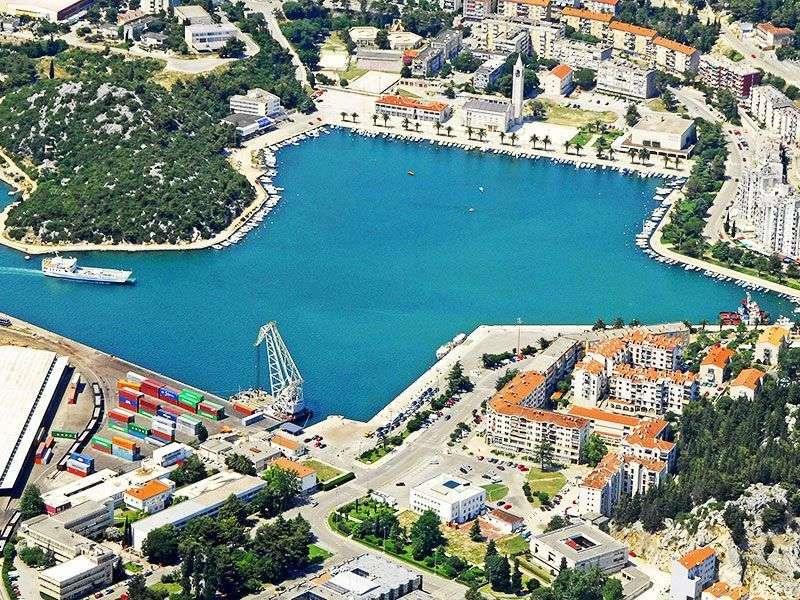 Port in Ploce
