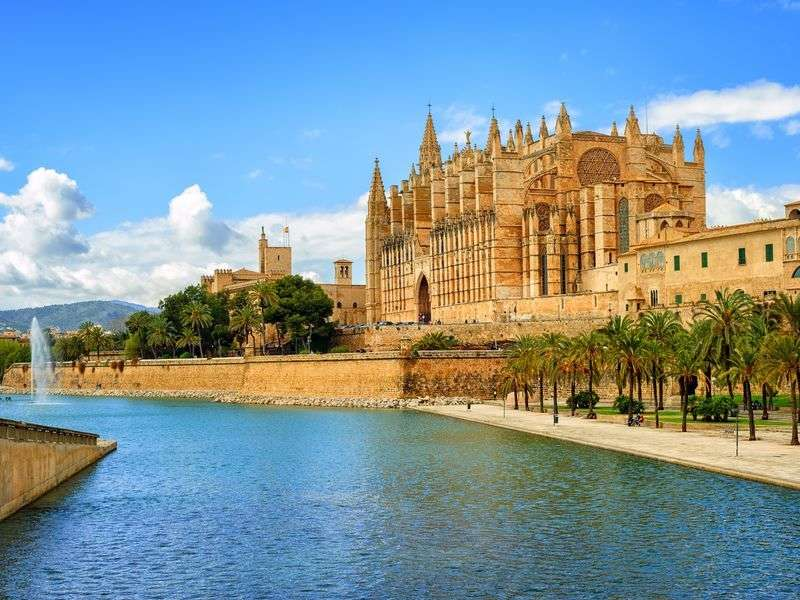 Palma de Mallorca yacht vacation