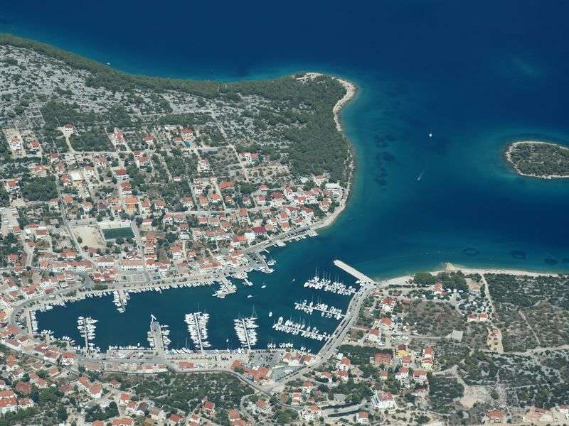 Port in Jezera