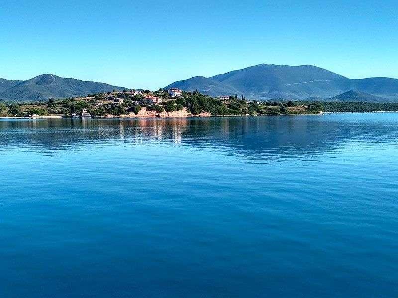 Yacht vacation in Achillio