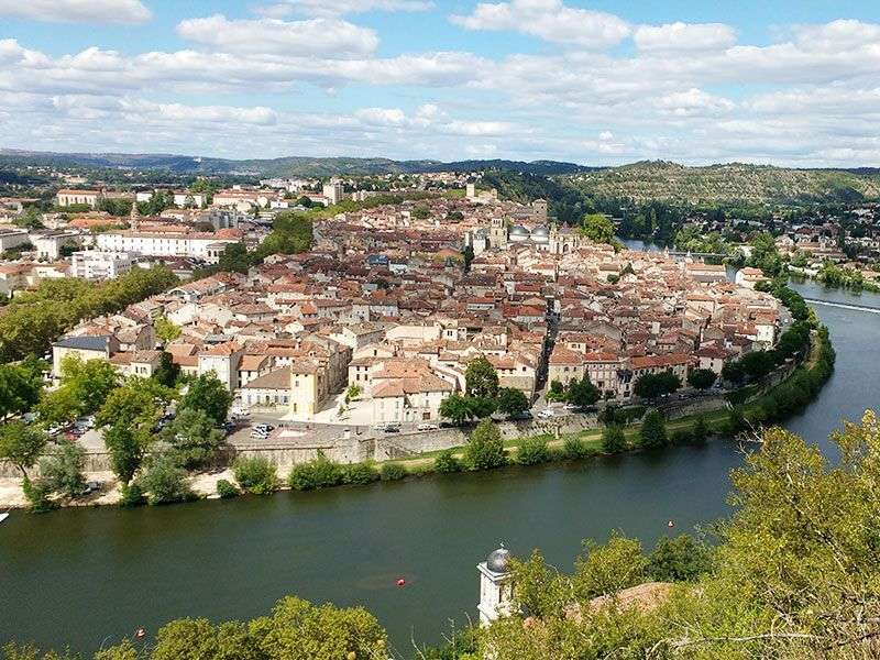 Yacht vacation in Cahors