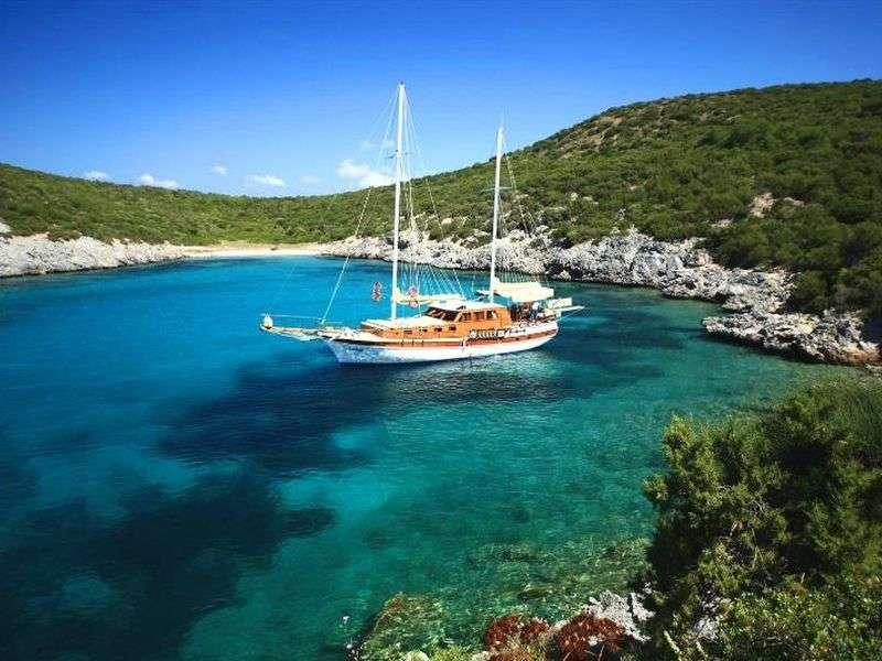 Karacasögüt boat tours