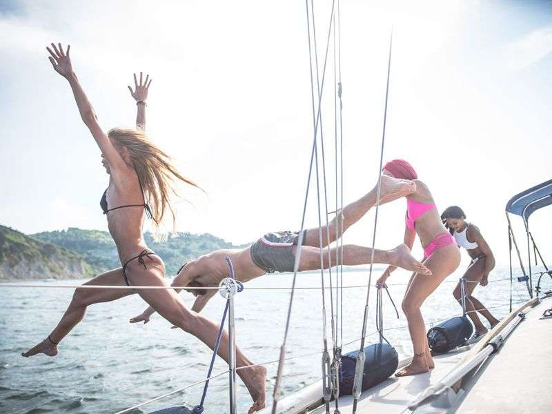 Last minute yacht charter