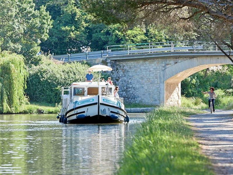 Boat tours in Dompierre Sur Besbre
